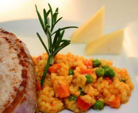 Lombo de porco celta asado sobre arroz cremoso de Queixo Tetilla
